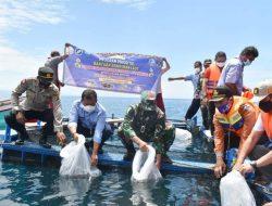 Danrem 043/Gatam Tebar 2500 Benih Ikan di Keramba Way Nipah Tanggamus